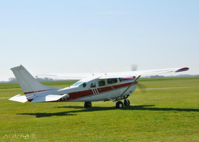 Vliegtuig-voor-asverstrooiing-texel-met-nabestaanden-aqua-air-services