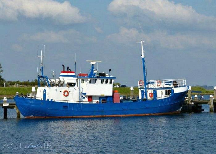 mideelgroot schip voor asverstrooiing of asbijzetting vanuit de haven van Stellendam