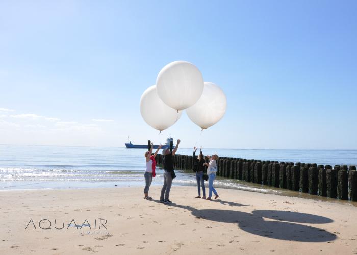 Ballonverstreuung-ascheverstreuung-mit-heliumballonnen-zoutelande-zeeland