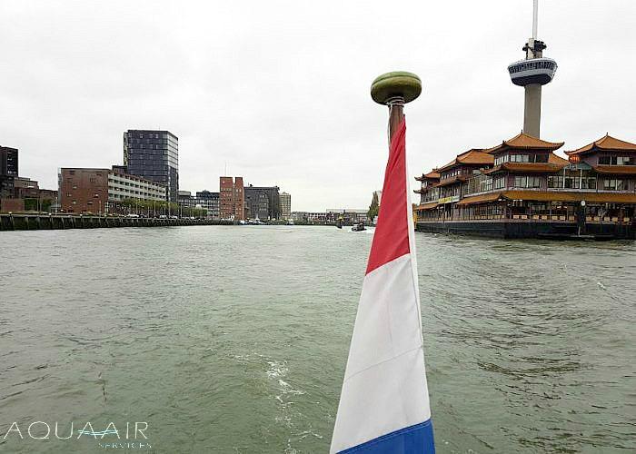 asverstrooiing per schip in de parkhaven bij de euromast