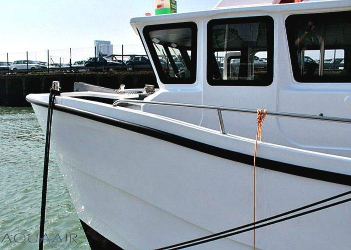 stuurhut van de stellendam 2 schip voor asverstrooiing of asbijzetting vanuit de haven van stellendam