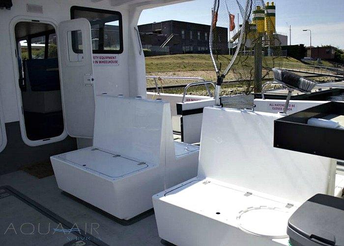 zitplaatsen op het achterdek van de boot stellendam 1 die ingezet wordt voor asverstrooiing en asbijzetting op de noordzee