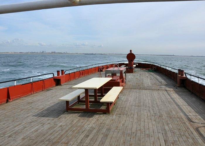 scheveningen-asverstrooiing-asbijzetting-haven-kust-noordzee-achterdek